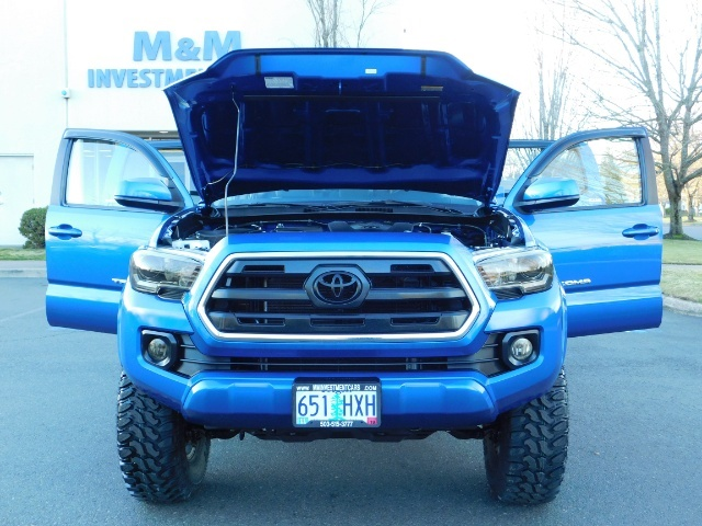 """2016 Toyota Tacoma Double Cab 4WD 1-Owner LIFTED 33 """"MUD FactroyWarnty - Photo 12 - Portland, OR 97217"""