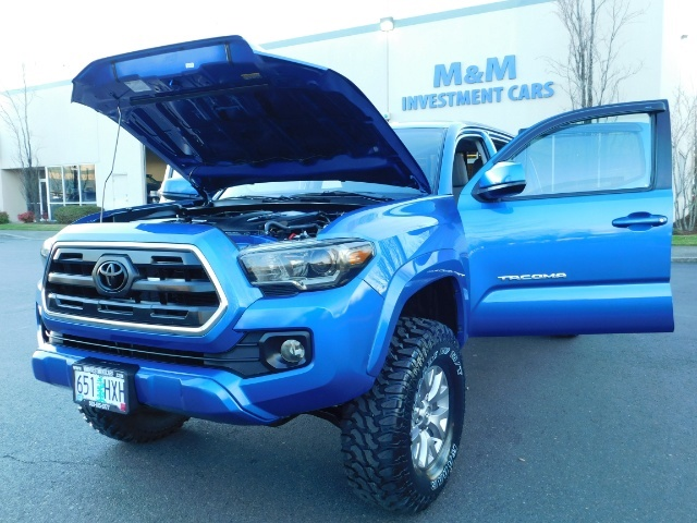 """2016 Toyota Tacoma Double Cab 4WD 1-Owner LIFTED 33 """"MUD FactroyWarnty - Photo 26 - Portland, OR 97217"""