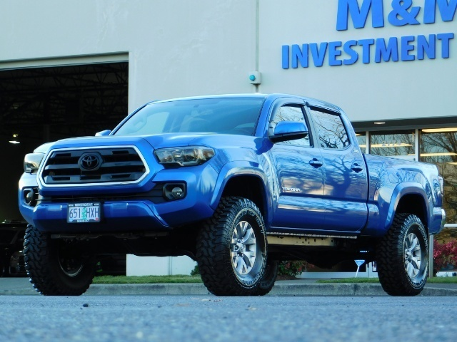 """2016 Toyota Tacoma Double Cab 4WD 1-Owner LIFTED 33 """"MUD FactroyWarnty - Photo 1 - Portland, OR 97217"""