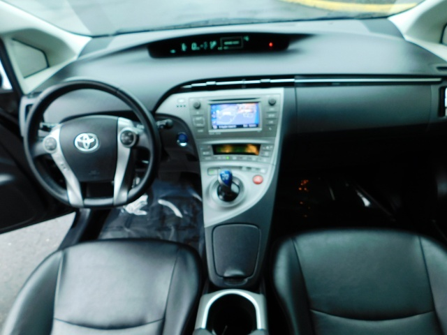 2013 Toyota Prius Persona Series SE / Leather / Navigation / Excel C - Photo 35 - Portland, OR 97217
