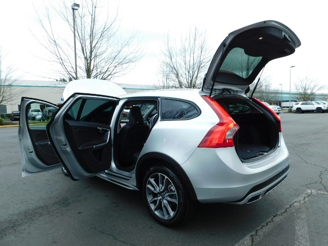 2017 Volvo V60 Cross Country T5 Premier / Cross Country / V60 / AWD / 1-OWNER - Photo 40 - Portland, OR 97217
