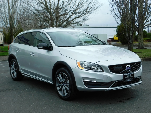 2017 Volvo V60 Cross Country T5 Premier / Cross Country / V60 / AWD / 1-OWNER - Photo 2 - Portland, OR 97217