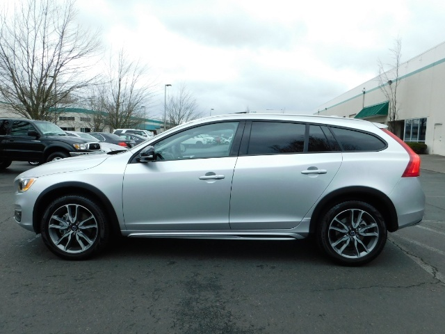 2017 Volvo V60 Cross Country T5 Premier / Cross Country / V60 / AWD / 1-OWNER - Photo 3 - Portland, OR 97217