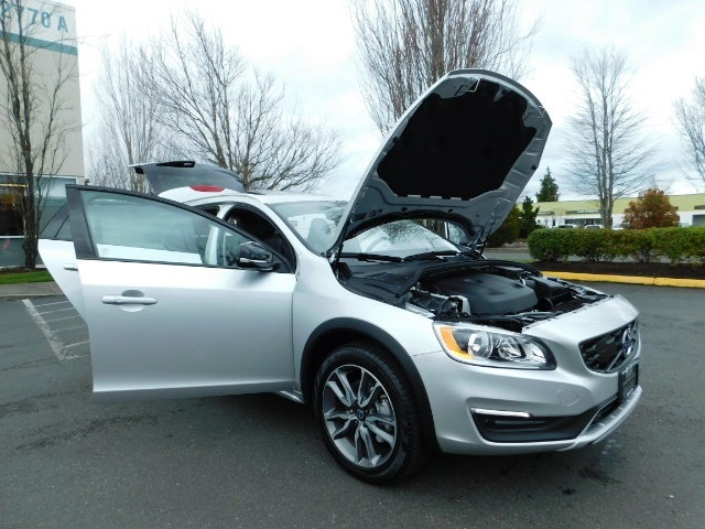 2017 Volvo V60 Cross Country T5 Premier / Cross Country / V60 / AWD / 1-OWNER - Photo 44 - Portland, OR 97217