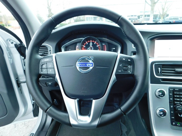 2017 Volvo V60 Cross Country T5 Premier / Cross Country / V60 / AWD / 1-OWNER - Photo 29 - Portland, OR 97217