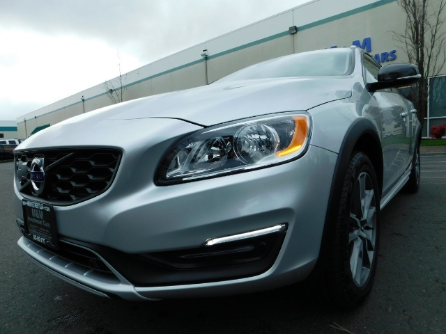 2017 Volvo V60 Cross Country T5 Premier / Cross Country / V60 / AWD / 1-OWNER - Photo 10 - Portland, OR 97217