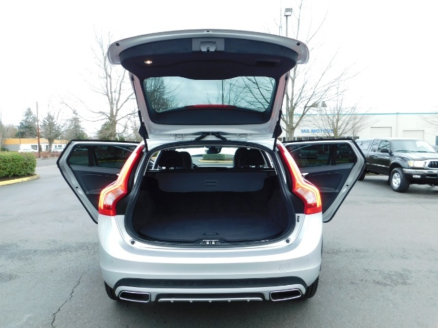 2017 Volvo V60 Cross Country T5 Premier / Cross Country / V60 / AWD / 1-OWNER - Photo 41 - Portland, OR 97217