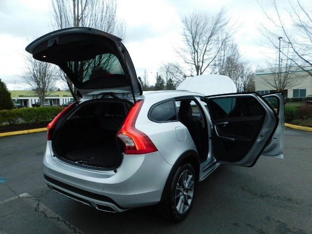 2017 Volvo V60 Cross Country T5 Premier / Cross Country / V60 / AWD / 1-OWNER - Photo 42 - Portland, OR 97217