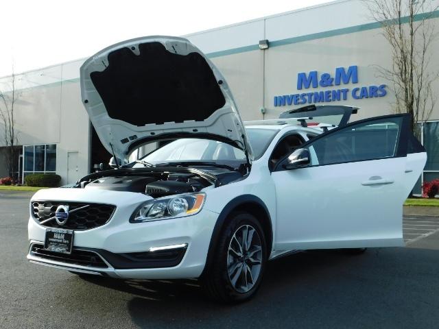 2017 Volvo XC (Cross Country) V60 T5 Premier / AWD / NAVi / HEATED SEATS / 9KMLS - Photo 32 - Portland, OR 97217