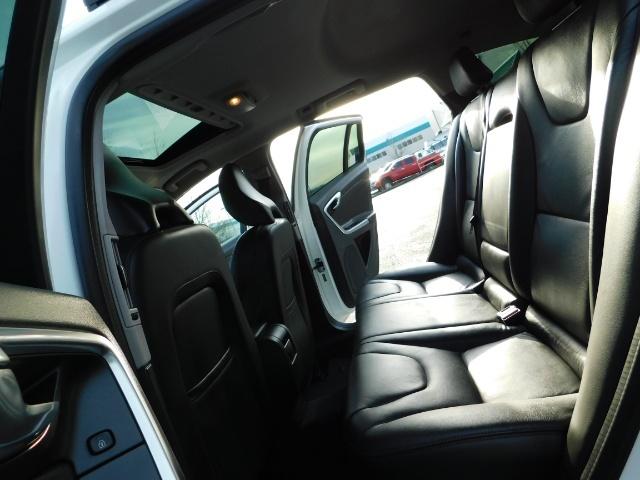 2017 Volvo XC (Cross Country) V60 T5 Premier / AWD / NAVi / HEATED SEATS / 9KMLS - Photo 15 - Portland, OR 97217