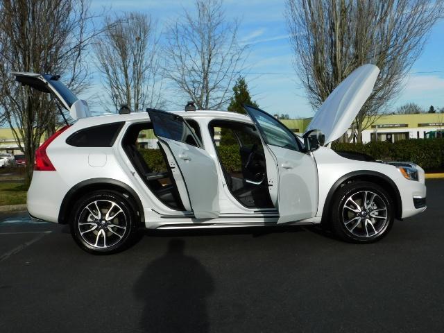 2017 Volvo XC (Cross Country) V60 T5 Premier / AWD / NAVi / HEATED SEATS / 9KMLS - Photo 24 - Portland, OR 97217