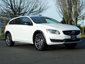 2017 Volvo XC (Cross Country) V60 T5 Premier / AWD / NAVi / HEATED SEATS / 9KMLS Wagon