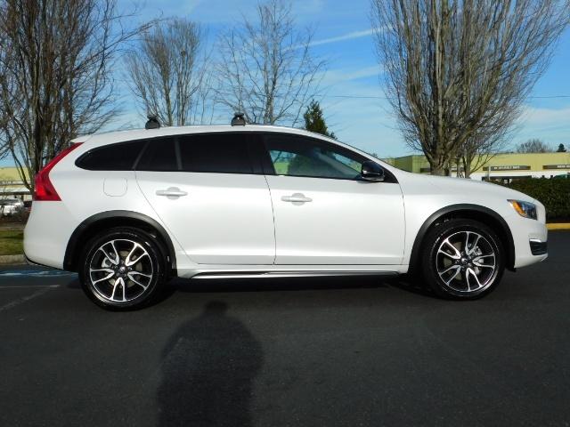 2017 Volvo XC (Cross Country) V60 T5 Premier / AWD / NAVi / HEATED SEATS / 9KMLS - Photo 4 - Portland, OR 97217