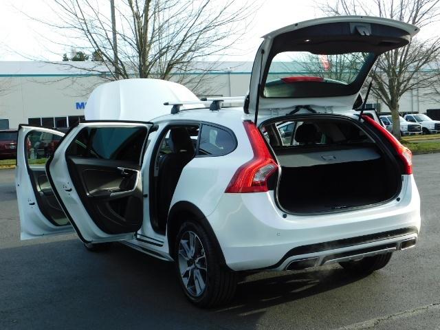 2017 Volvo XC (Cross Country) V60 T5 Premier / AWD / NAVi / HEATED SEATS / 9KMLS - Photo 25 - Portland, OR 97217