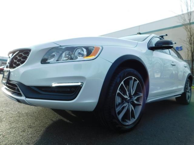 2017 Volvo XC (Cross Country) V60 T5 Premier / AWD / NAVi / HEATED SEATS / 9KMLS - Photo 9 - Portland, OR 97217