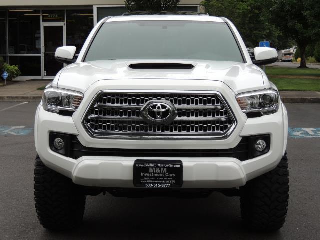 2016 Toyota Tacoma TRD Off-Road Sport / 4X4 / Blind Spot / Sunroof - Photo 5 - Portland, OR 97217