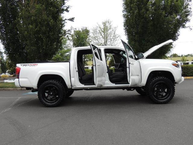 2016 Toyota Tacoma TRD Off-Road Sport / 4X4 / Blind Spot / Sunroof - Photo 31 - Portland, OR 97217