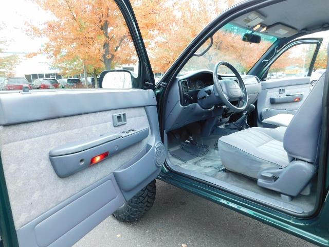 2000 Toyota Tacoma 4X4 V6 3.4L / MANUAL 5 SPEED / LIFTED / 103K MILES - Photo 13 - Portland, OR 97217