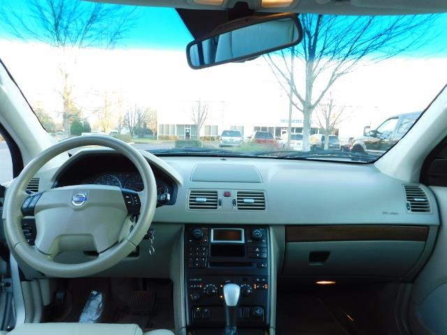 2004 Volvo XC90 2.5T / Leather / Heated seats / Rear DVD/ Low mile - Photo 35 - Portland, OR 97217