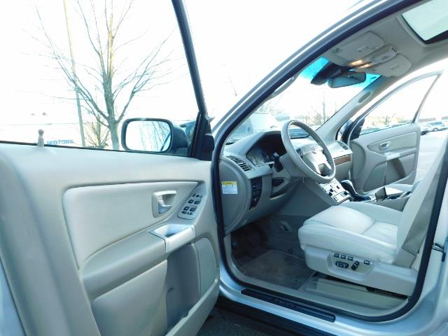 2004 Volvo XC90 2.5T / Leather / Heated seats / Rear DVD/ Low mile - Photo 13 - Portland, OR 97217