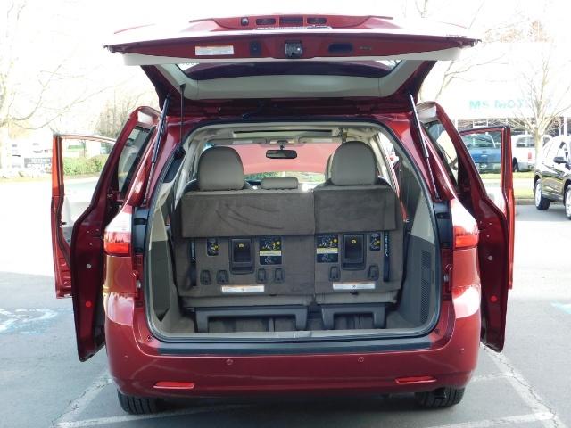 2015 Toyota Sienna XLE Premium 7-Passenger / AWD / Navi  / 1-Owner - Photo 27 - Portland, OR 97217