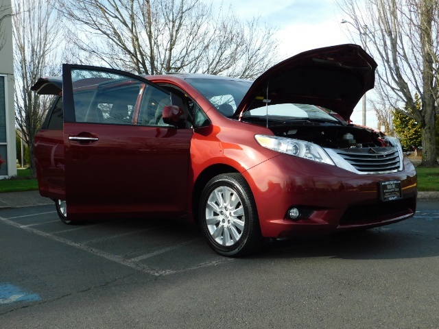 2015 Toyota Sienna XLE Premium 7-Passenger / AWD / Navi  / 1-Owner - Photo 30 - Portland, OR 97217