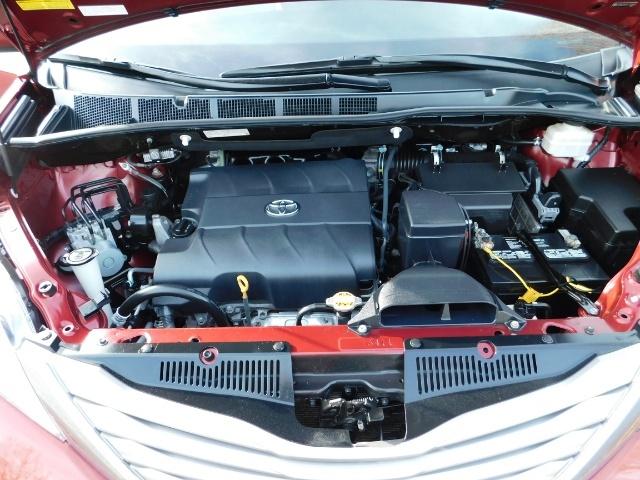 2015 Toyota Sienna XLE Premium 7-Passenger / AWD / Navi  / 1-Owner - Photo 32 - Portland, OR 97217