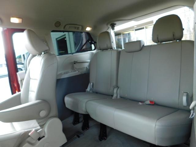 2015 Toyota Sienna XLE Premium 7-Passenger / AWD / Navi  / 1-Owner - Photo 16 - Portland, OR 97217