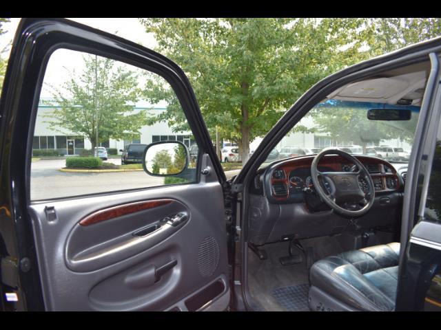 2001 Dodge Ram 2500 SLT Plus / 4X4 / 5.9L DIESEL / Leather / LIFTED - Photo 13 - Portland, OR 97217