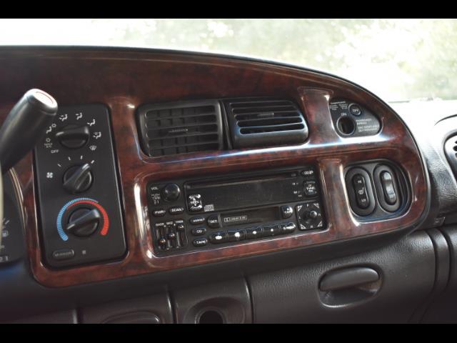 2001 Dodge Ram 2500 SLT Plus / 4X4 / 5.9L DIESEL / Leather / LIFTED - Photo 19 - Portland, OR 97217