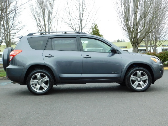 2011 Toyota RAV4 Sport / SUV / AWD / Sunroof / Low Miles / Excel Co - Photo 4 - Portland, OR 97217