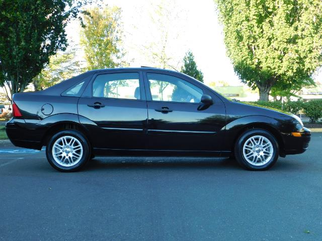 2007 Ford Focus ZX4 SE / 4Dr / Sunroof / New Tires - Photo 4 - Portland, OR 97217