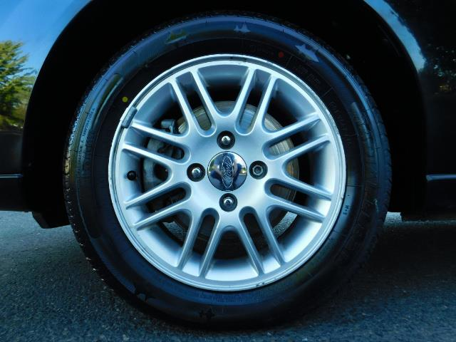 2007 Ford Focus ZX4 SE / 4Dr / Sunroof / New Tires - Photo 23 - Portland, OR 97217