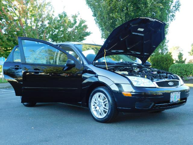 2007 Ford Focus ZX4 SE / 4Dr / Sunroof / New Tires - Photo 31 - Portland, OR 97217