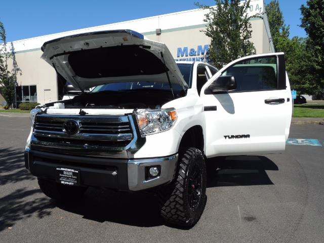 2016 Toyota Tundra SR5 / TRD OFF RD / 4X4 / 1-OWNER/ LIFTED - Photo 25 - Portland, OR 97217