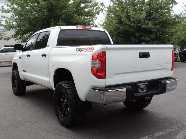 2016 Toyota Tundra SR5 / TRD OFF RD / 4X4 / 1-OWNER/ LIFTED - Photo 7 - Portland, OR 97217