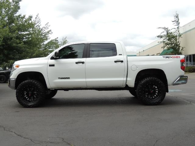 2016 Toyota Tundra SR5 / TRD OFF RD / 4X4 / 1-OWNER/ LIFTED - Photo 3 - Portland, OR 97217
