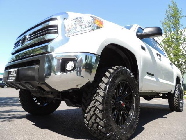 2016 Toyota Tundra SR5 / TRD OFF RD / 4X4 / 1-OWNER/ LIFTED - Photo 9 - Portland, OR 97217