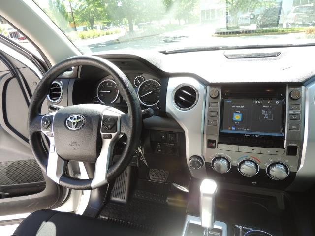 2016 Toyota Tundra SR5 / TRD OFF RD / 4X4 / 1-OWNER/ LIFTED - Photo 18 - Portland, OR 97217