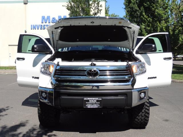 2016 Toyota Tundra SR5 / TRD OFF RD / 4X4 / 1-OWNER/ LIFTED - Photo 31 - Portland, OR 97217