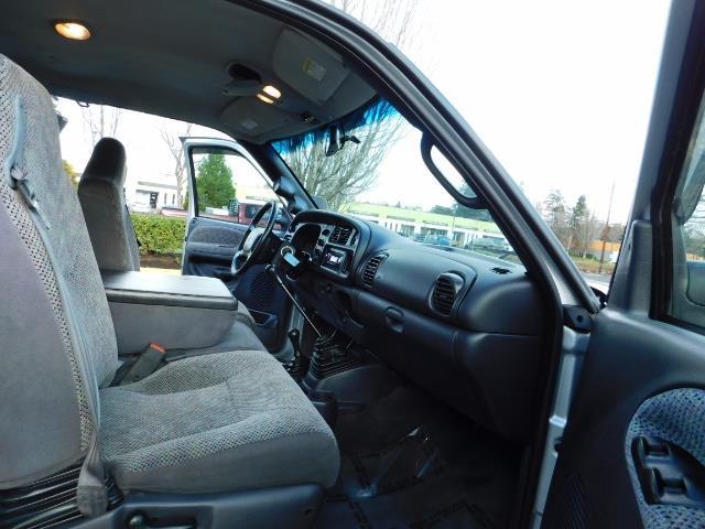 2001 Dodge Ram 3500 4x4 DUALLY / 5.9 CUMMINS DIESEL / 6-SPEED / LIFTED - Photo 15 - Portland, OR 97217