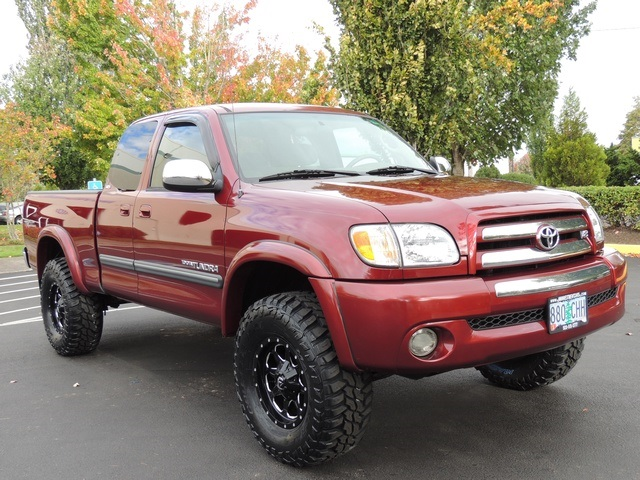 2003 Toyota Tundra SR5 4dr Access Cab / 4X4 / Only 92K MILES/ LIFTED