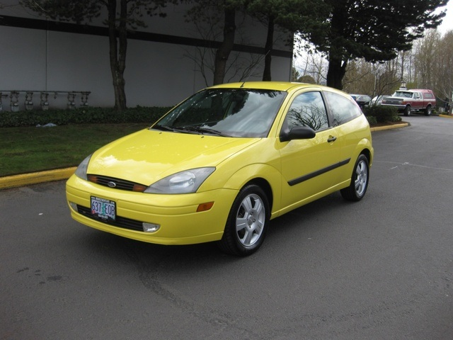 2003 ford focus zx3 hatchback 2dr 4 cyl auto low miles. Black Bedroom Furniture Sets. Home Design Ideas