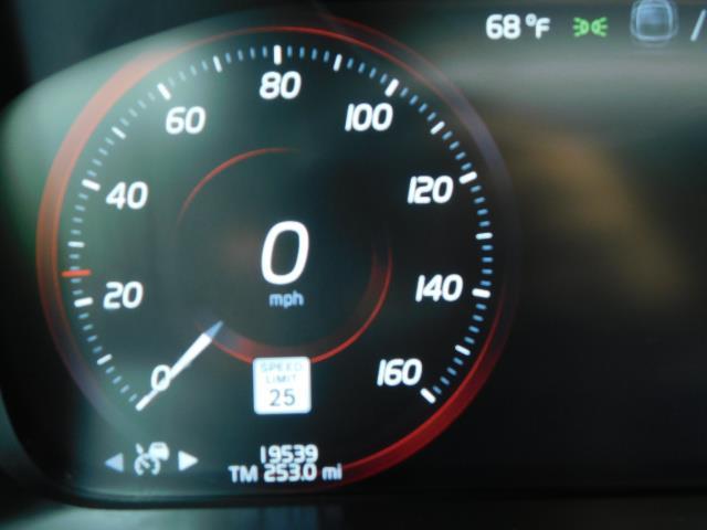 2017 Volvo XC90 T6 Momentum / AWD / 3RD SEAT / PARK ASSIST PILOT - Photo 45 - Portland, OR 97217