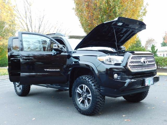 2016 Toyota Tacoma TRD Sport / 4X4 / Navigation / Backup / LIFTED - Photo 31 - Portland, OR 97217