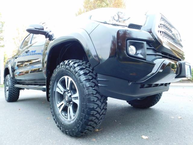 2016 Toyota Tacoma TRD Sport / 4X4 / Navigation / Backup / LIFTED - Photo 10 - Portland, OR 97217