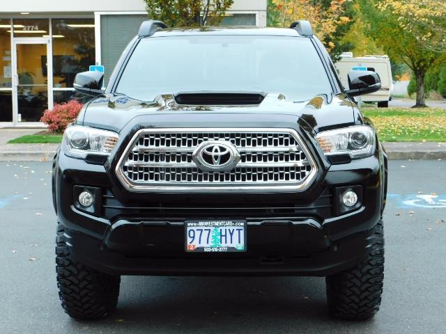 2016 Toyota Tacoma TRD Sport / 4X4 / Navigation / Backup / LIFTED - Photo 5 - Portland, OR 97217