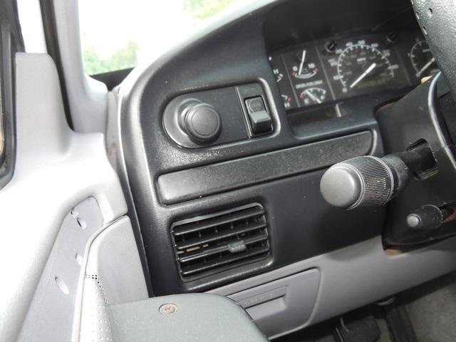 1995 Ford F-350 / 7.3 L DIESEL / 5-Speed Manual / 2wd / LongBed - Photo 27 - Portland, OR 97217