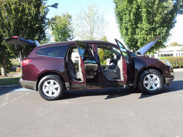 2010 Chevrolet Traverse LT ALL Wheel Drive / 8-seater / ONLY 67,000 MILES - Photo 23 - Portland, OR 97217