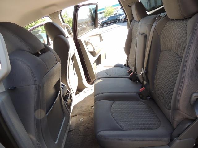 2010 Chevrolet Traverse LT ALL Wheel Drive / 8-seater / ONLY 67,000 MILES - Photo 14 - Portland, OR 97217